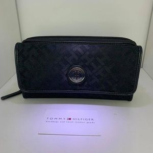 Tommy Hilfiger wallet with card - black.